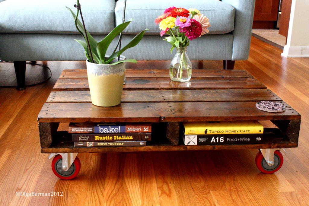 Muebles hechos con palets enconstrucci n for Mesas de jardin con tarimas